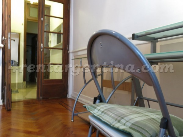H. Yrigoyen et Sarandi: Furnished apartment in Congreso