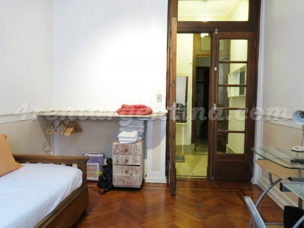 H. Yrigoyen et Sarandi: Apartment for rent in Congreso