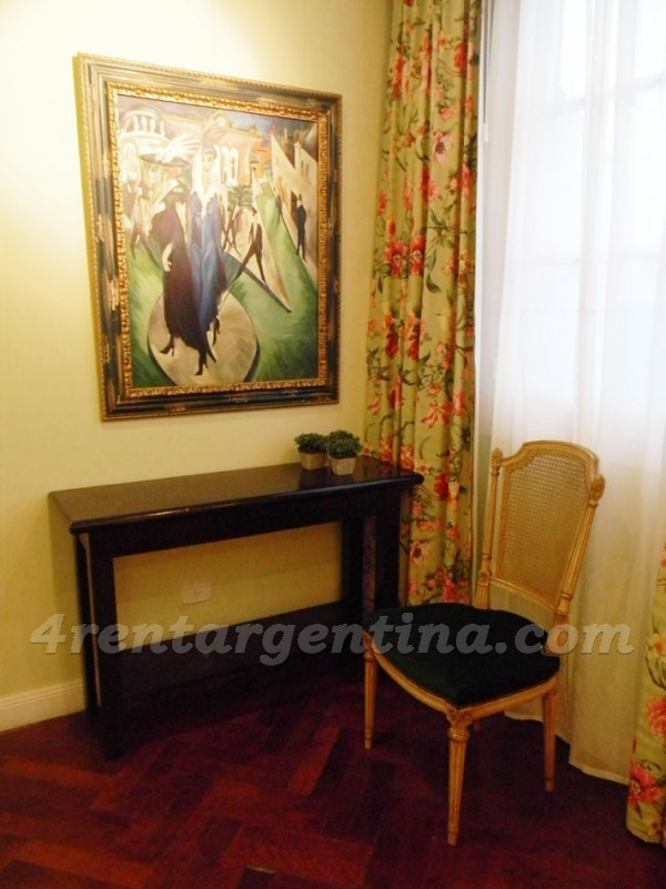 Moreno and Piedras XII: Furnished apartment in Downtown